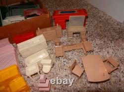 1950'S TIN COLONIAL DOLL HOUSE BY MARX With FURNITURE PLUS EXTRAS