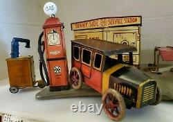 VINTAGE c. 1930s MARX TOY SUNNY SIDE SERVICE STATION WITH TIN TOY CAR GAS OIL ADV