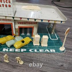Vintage 1950s Tin Litho Marx Service Gas Station Lubrication Center Accessories