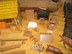 Vintage Marx Western Ranch set wt tin litho Bar M house figures accessories