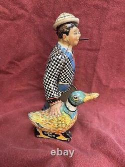 Vintage Original 1930s MARX Tin Litho Wind Up JOE PENNER Salesman Duck Briefcase