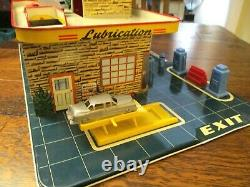 Vintage Tin Litho Marx Sky-View Service Center/ Parking Play Set w Accessories
